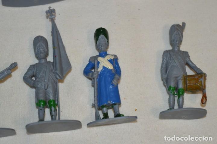 Figuras de Goma y PVC: 28 Soldados FRANCESES / Guerras NAPOLEÓNICAS / Sobre 6 Cm. altura ¡Mira fotos y detalles! - Foto 14 - 212016382