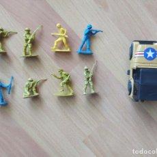 Figuras de Goma y PVC: SOLDADOS DE PLÁSTICO ANTIGUOS Y JEEP PARA MAQUETA O DIORAMA MILITAR DE SOLDADITOS. Lote 212254426