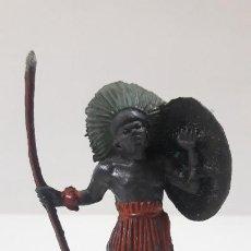 Figuras de Goma y PVC: GUERRERO AFRICANO NEGRO . REALIZADO POR TEIXIDO . SERIE SAFARI . ORIGINAL AÑOS 50 EN GOMA. Lote 212515686