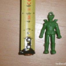 Figuras de Goma y PVC: MAZINGER Z FIGURA PEQUEÑA PARA COLGAR DUNKIN. DETERGENTE OMO. VERDE.. Lote 212516715