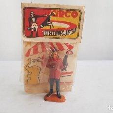 Figuras de Goma y PVC: MOZO DE PISTA DEL CIRCO JECSAN HECHO EN GOMA, DIR DOR. AÑOS 60.JECSAN.. Lote 212572861