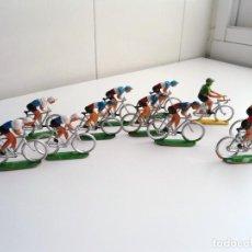 Figuras de Goma y PVC: LOTE 12 FIGURAS DE PLASTICO DE SOTORRES - PELOTON CICLISTAS - VUELTA CICLISTA - AÑOS 60. Lote 212724991