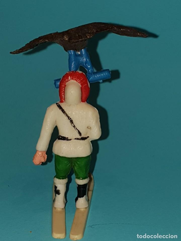 Figuras de Goma y PVC: ESQUIMAL de SOTORRES, con aguilà., AÑO 1957. - Foto 2 - 212994280