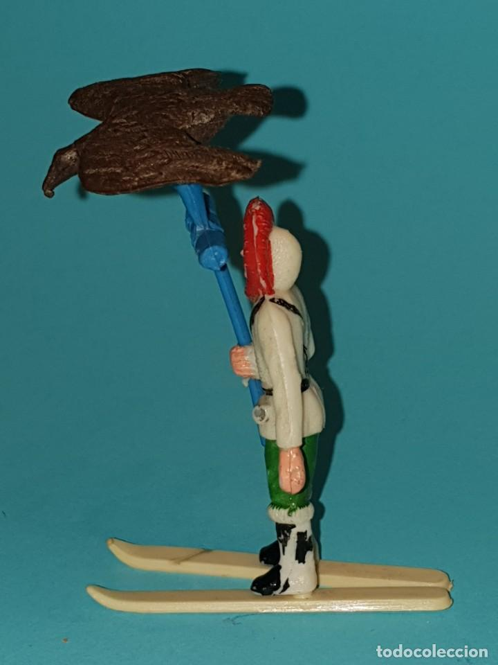 Figuras de Goma y PVC: ESQUIMAL de SOTORRES, con aguilà., AÑO 1957. - Foto 3 - 212994280