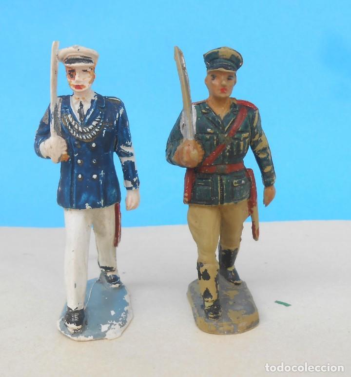 DOS SOLDADOS EN DESFILE, DOS OFICIALES MARINA Y TIERRA. PECH HERMANOS, JECSAN (Juguetes - Figuras de Goma y Pvc - Pech)