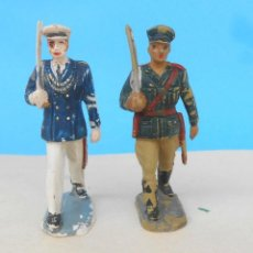 Figuras de Goma y PVC: DOS SOLDADOS EN DESFILE, DOS OFICIALES MARINA Y TIERRA. PECH HERMANOS, JECSAN. Lote 213140703