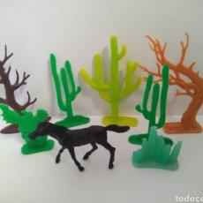 Figuras de Goma y PVC: PLAYMOBIL LOTE COMANSI CABALLO CACTUS ARBOL OESTE WESTERN VAQUERO. Lote 213285941