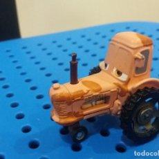 Figuras de Goma y PVC: FIGURA DE METAL DEL TRACTOR DE CARS. CHEWALL. DIFÍCIL. DISNEY PIXAR.. Lote 213487698