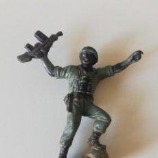 Figuras de Goma y PVC: FIGURA EN GOMA DE PECH SERIE AMERICANOS EN COMBATE. Lote 213578197
