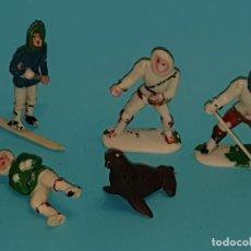Figuras de Goma y PVC: VARIAS FIGURAS ESQUIMALES DE SOTORRES, PLÁSTICO, AÑO 1957.. Lote 213617688