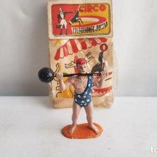 Figuras de Goma y PVC: FORZUDO LEVANTANDO PESAS DEL CIRCO JECSAN, AÑOS 60, EN GOMA. JECSAN.. Lote 213677128