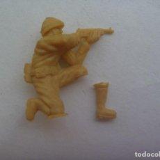 Figuras de Goma y PVC: FIGURA DE DUNKIN , COLECCION DE SOLDADOS DE LA 2ª GUERRA MUNDIAL , PIERNA ROTA. Lote 213855057