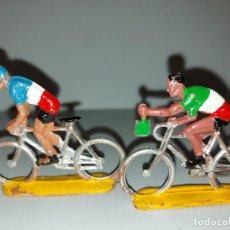 Figuras de Goma y PVC: 2 FIGURAS DE PLASTICO DE SOTORRES - VUELTA CICLISTA - AÑOS 60. Lote 214012127