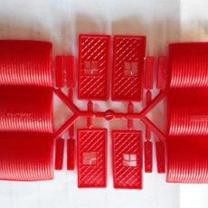 Figuras de Goma y PVC: MONTAPLEX- COLADA COMPLETA MINI HANGARES-AÑOS 70-80. Lote 214993567
