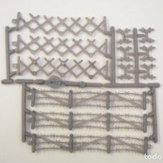 Figuras de Goma y PVC: MONTAPLEX ACCESORIOS SOLDADITOS - SOLDADOS - VALLAS - VALLA GRIS CLARO. Lote 230164085