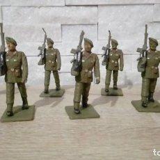 Figuras de Goma y PVC: LOTE 7 SOLDADOS PARACAIDISTAS DESFILANDO.PLASTICO . REAMSA.. Lote 215129080