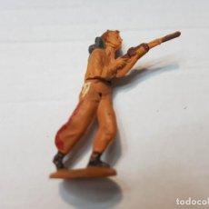 Figuras de Goma y PVC: FIGURA VAQUERO CON RIFLE EN GOMA DE GAMA ARTICULADA. Lote 215483007