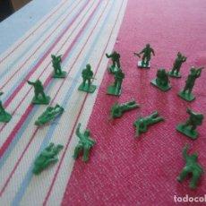 Figuras de Goma y PVC: 17 SOLDADOS CREO AMERICANOS WW2 DE LOS SOBRES TIPO LA ILUSION,MONTAPLEX,ETC..AÑOS 70 VERDE. Lote 216689337