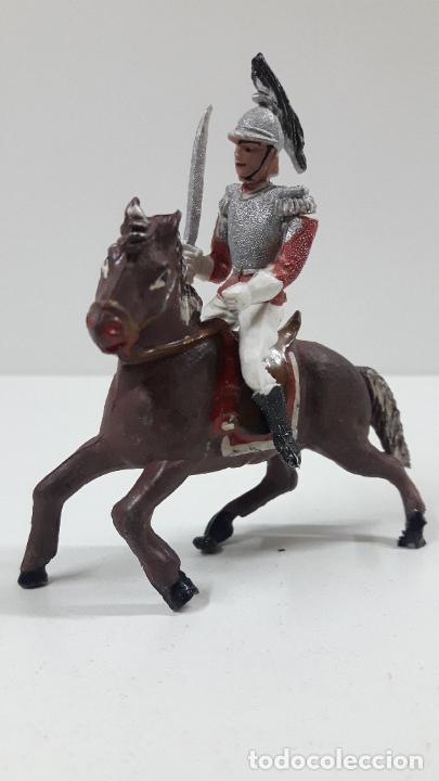 Figuras de Goma y PVC: CORACERO DEL REY A CABALLO . REALIZADO POR TEIXIDO . ORIGINAL AÑOS 60 . CABALLO NO INCLUIDO - Foto 2 - 217168872
