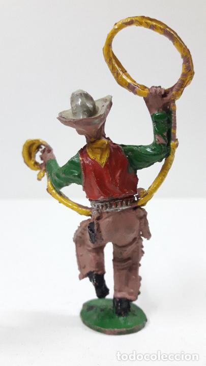 Figuras de Goma y PVC: VAQUERO - COWBOY CON LAZO . REALIZADO POR LAFREDO . ALTURA TOTAL 8 CM . ORIGINAL AÑOS 50 EN GOMA - Foto 2 - 217183633