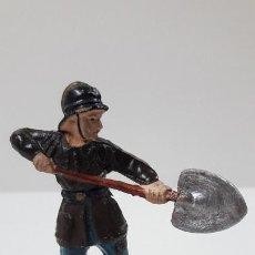 Figuras de Goma y PVC: BOMBERO . REALIZADO POR GAMA - CUERPO DESMONTABLE . SERIE BOMBEROS . ORIGINAL AÑOS 50 . EN GOMA. Lote 217184191
