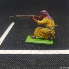 Figuras de Goma y PVC: FRANCOTIRADOR GUERRERO ÁRABE BRITAINS DEETAIL 71 BASE METÁLICA. Lote 217829170