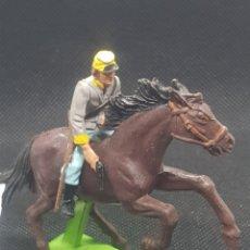Figuras de Goma y PVC: SOLDADO CONFEDERADO A CABALLO BRITAINS DEETAIL 71 CON BASE METÁLICA. Lote 217831721