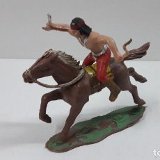 Figuras de Goma y PVC: GUERRERO INDIO A CABALLO . REALIZADO POR REAMSA . SERIE APACHES . ORIGINAL AÑOS 60. Lote 218041605