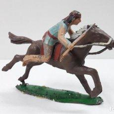 Figuras de Goma y PVC: GUERRERO INDIO A CABALLO . REALIZADO POR REAMSA . SERIE APACHES . ORIGINAL AÑOS 60. Lote 218041975