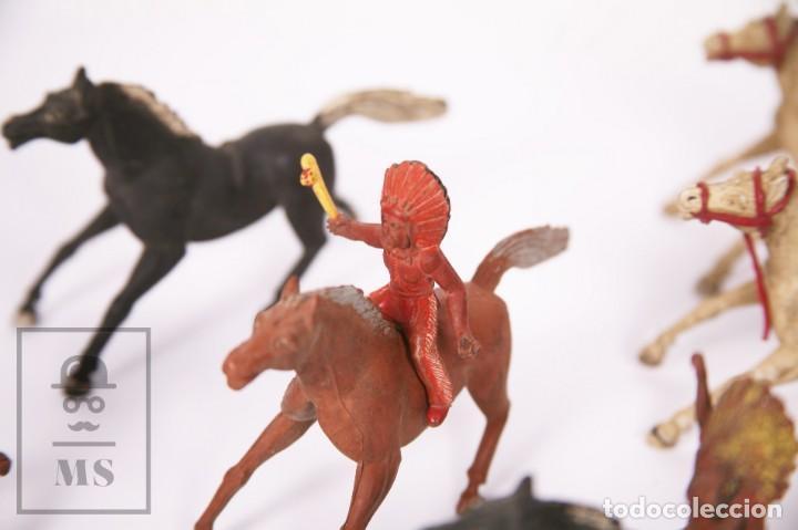 Figuras de Goma y PVC: Conjunto de 5 Caballos y 6 Indios de Goma Sotorres - Años 50-60 - Foto 5 - 218085131