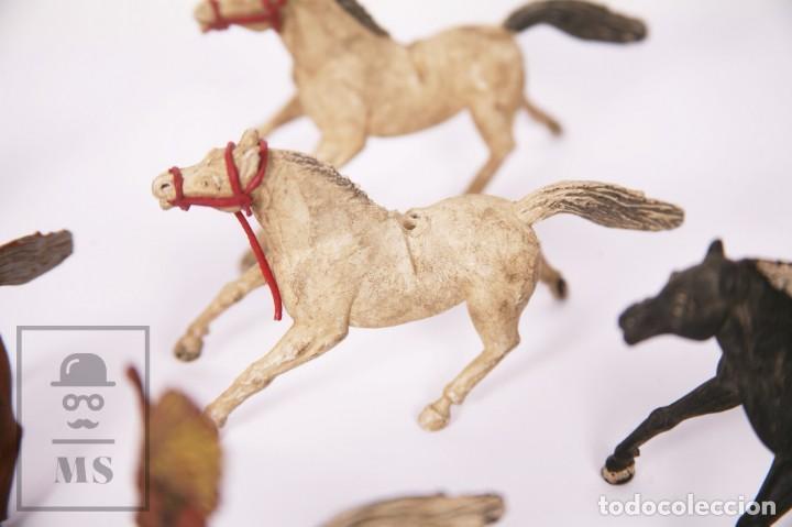 Figuras de Goma y PVC: Conjunto de 5 Caballos y 6 Indios de Goma Sotorres - Años 50-60 - Foto 7 - 218085131