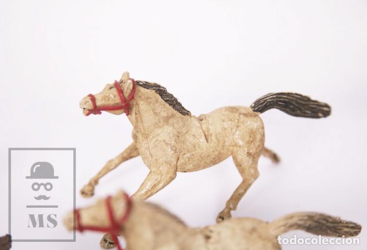 Figuras de Goma y PVC: Conjunto de 5 Caballos y 6 Indios de Goma Sotorres - Años 50-60 - Foto 8 - 218085131