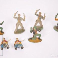 Figuras de Goma y PVC: CONJUNTO DE 7 VAQUEROS DE GOMA SOTORRES - AÑOS 50-60. Lote 218086568