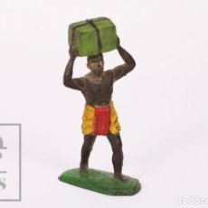 Figuras de Borracha e PVC: FIGURA DE CONJUNTO SAFARI SOTORRES - GOMA - GUERRERO AFRICANO PORTEADOR / ÁFRICA - AÑOS 50-60. Lote 218089353