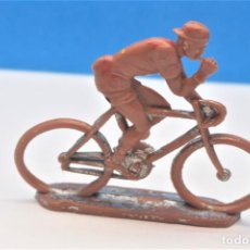 Figuras de Goma y PVC: ANTIGUA FIGURA EN PLASTICO - CICLISTA - VUELTA CICLISTA AÑOS 60. SOTORRES. Lote 218135807