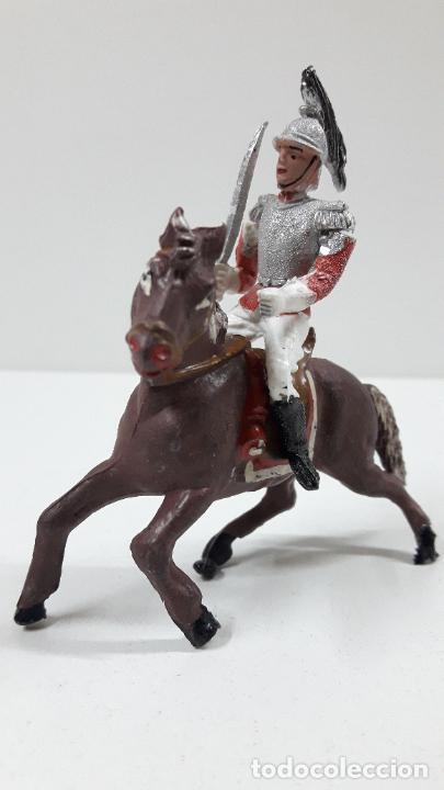 Figuras de Goma y PVC: CORACERO DEL REY A CABALLO . REALIZADO POR TEIXIDO . ORIGINAL AÑOS 60 . CABALLO NO INCLUIDO - Foto 2 - 218333415