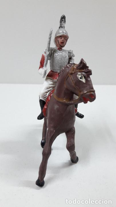 Figuras de Goma y PVC: CORACERO DEL REY A CABALLO . REALIZADO POR TEIXIDO . ORIGINAL AÑOS 60 . CABALLO NO INCLUIDO - Foto 3 - 218333415