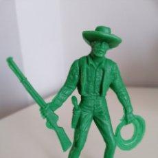 Figuras de Goma y PVC: VAQUERO LAFREDO PLÁSTICO MONOCOLOR. Lote 218484972