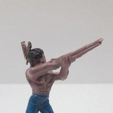 Figuras de Goma y PVC: GUERRERO INDIO EN POSICION DE DISPARO . REALIZADO POR PECH . SERIE PEQUEÑA . AÑOS 50 EN GOMA. Lote 218693227