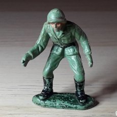 Figuras de Goma y PVC: SOLDADO ALEMÁN SERVIDOR CAÑÓN, FABRICADO EN PLÁSTICO, PECH HERMANOS, ORIGINAL AÑOS 60.. Lote 218750217