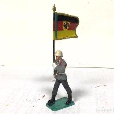 Figuras de Goma y PVC: FIGURA ABANDERADO ALEMAN DESFILE STARLUX PECH JECSAN. Lote 219345622