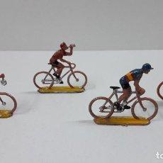 Figuras de Goma y PVC: CUATRO CICLISTAS . REALIZADOS POR M. SOTORRES . ORIGINAL AÑOS 60. Lote 219677016