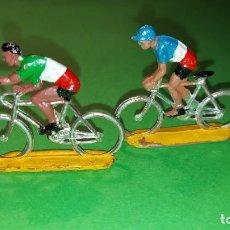 Figuras de Goma y PVC: LOTE 2 CICLISTAS- DE PLASTICO DE SOTORRES - VUELTA CICLISTA - AÑOS 60. Lote 220084356
