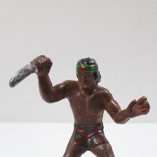 Figuras de Goma y PVC: GUERRERO INDIO ATACANDO CON PUÑAL . REALIZADO POR GAMA . ORIGINAL AÑOS 50 EN GOMA. Lote 220089226
