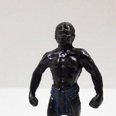 Figuras de Goma y PVC: PORTEADOR AFRICANO NEGRO . REALIZADO POR TEIXIDO . SERIE SAFARI . ORIGINAL AÑOS 60. Lote 220422563
