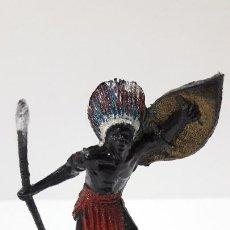 Figuras de Goma y PVC: GUERRERO AFRICANO NEGRO . REALIZADO POR TEIXIDO . SERIE SAFARI . ORIGINAL AÑOS 60. Lote 220422847