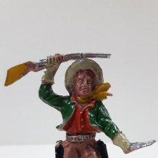 Figurines en Caoutchouc et PVC: VAQUERO CON RIFLE Y PUÑAL. REALIZADO POR LAFREDO . ORIGINAL AÑOS 60. Lote 220509441