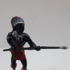 Figuras de Goma y PVC: GUERRERO AFRICANO NEGRO . REALIZADO POR TEIXIDO . SERIE SAFARI . ORIGINAL AÑOS 60. Lote 220644493