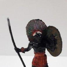 Figuras de Goma y PVC: GUERRERO AFRICANO NEGRO . REALIZADO POR TEIXIDO . SERIE SAFARI . ORIGINAL AÑOS 60. Lote 220644562
