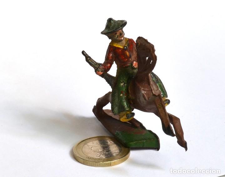 Figuras de Goma y PVC: Cowboy con rifle a caballo Arcla Capell ó Lafredo, en goma, circa 1950. - Foto 2 - 220761647